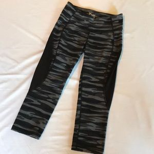 Old Navy Camo Cropped Leggings